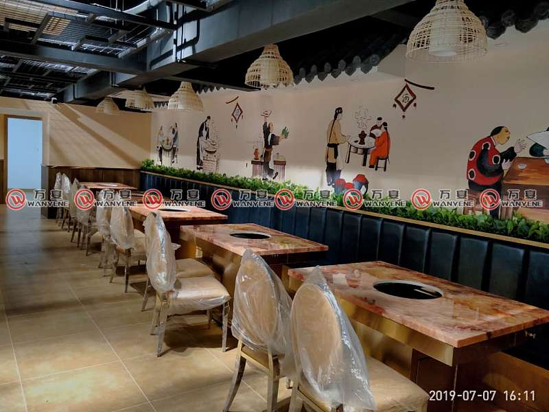 火锅店方桌